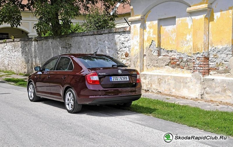skoda-rapid-brown2
