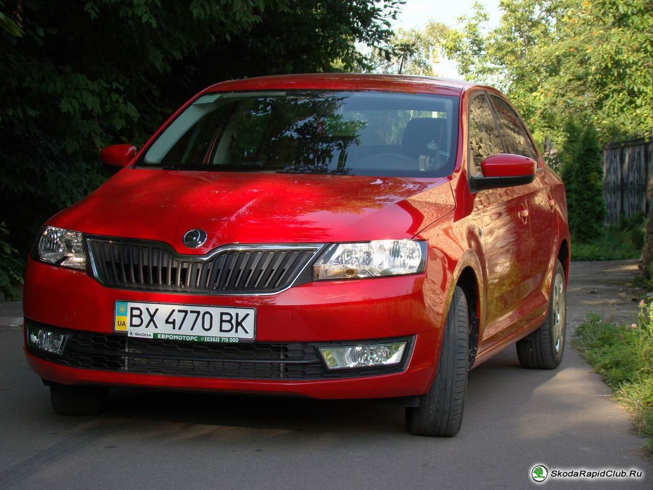Отзыв владельца красного Skoda Rapid 1,6 MPi